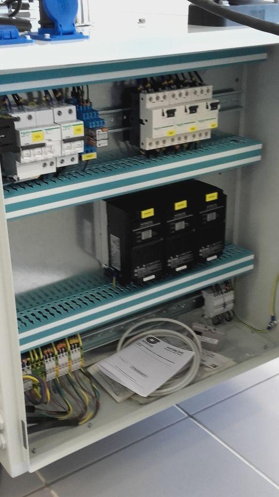 Armoire électrique étiqueteuse en ligne