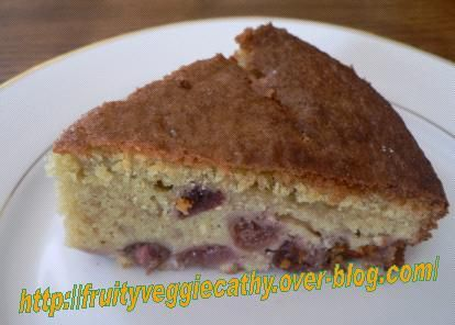 Almond and cherry cake - Fruity Veggie Cathy