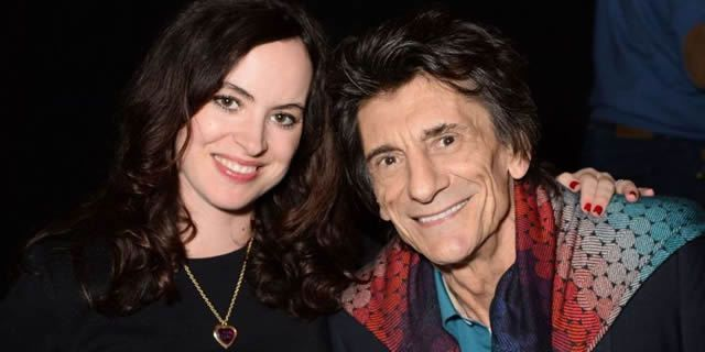 Ronnie Wood et sa femme Sally Humphreys, heureux parents de jumelles