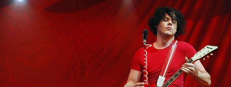 Jack White, le guitariste et chanteur des White Stripes, en concert à Manchester, dans le Tennessee (Etats-Unis), le 17 juin 2007