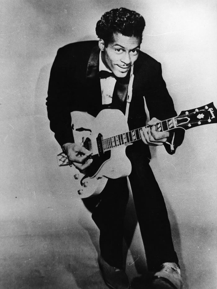 "Chuck Berry en plein ""duckwalk"" Ronald Grant/Mary Evans/SIPA"