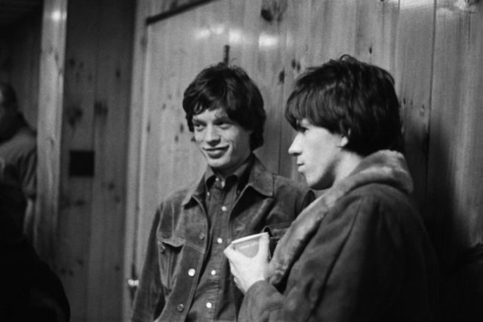 Mick Jagger et Keith Richards, backstage USA 1965. © Gered Mankowitz