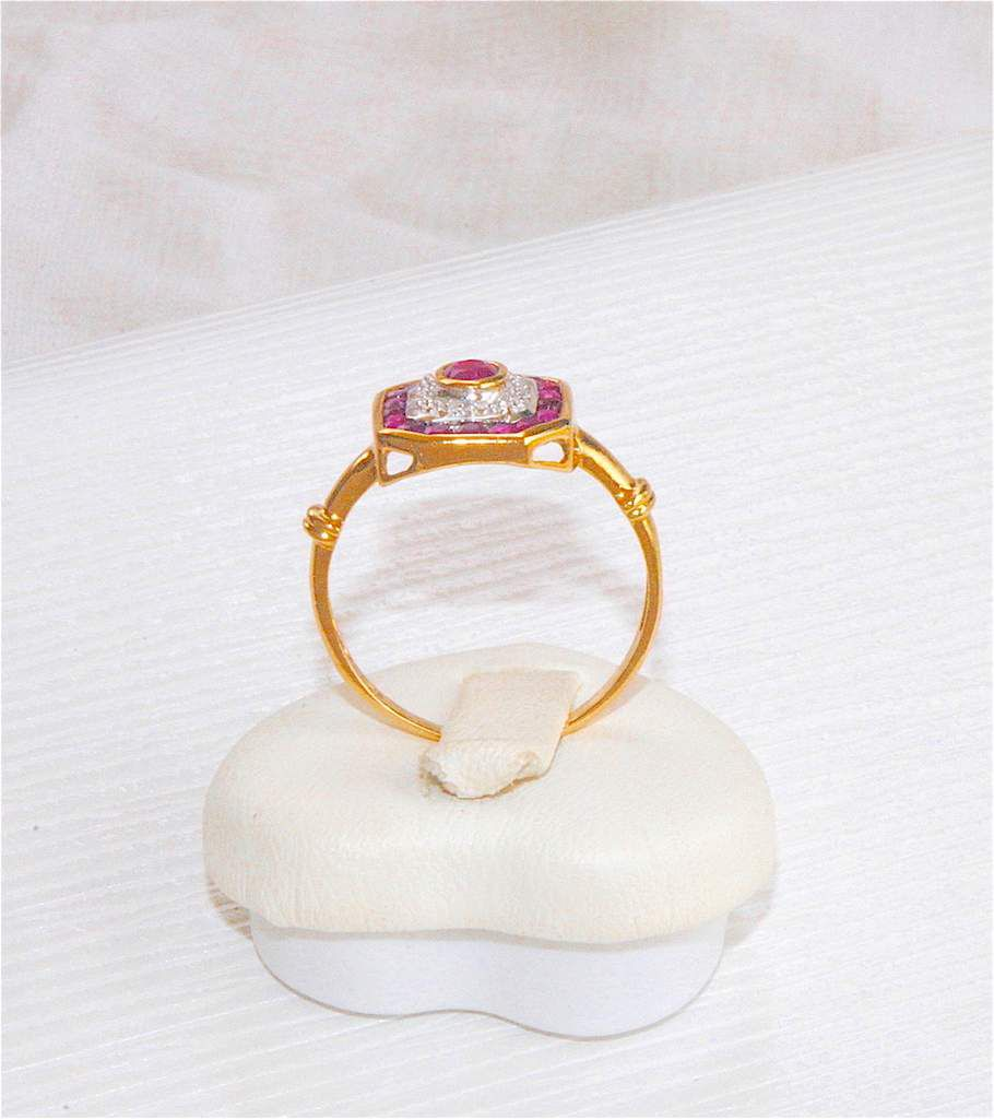JOLIE BAGUE OCTOGONALE OR 2 TONS 18 K ( 750 ) - RUBIS - DIAMANTS    REF / AB 907