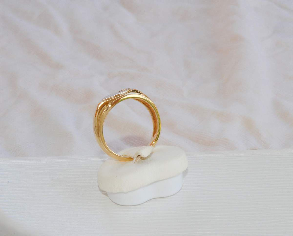 TRES BELLE BAGUE UNISEXE OR JAUNE 18 K ( 750 ) - DIAMANT     REF / AB 909