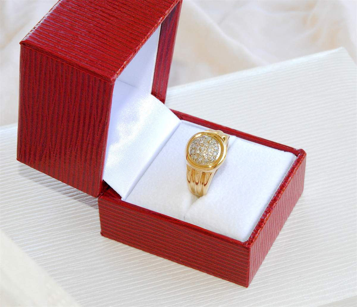 ELEGANTE BAGUE EN OR JAUNE 18 K ( 750 ) - DIAMANTS      REF / AA 939