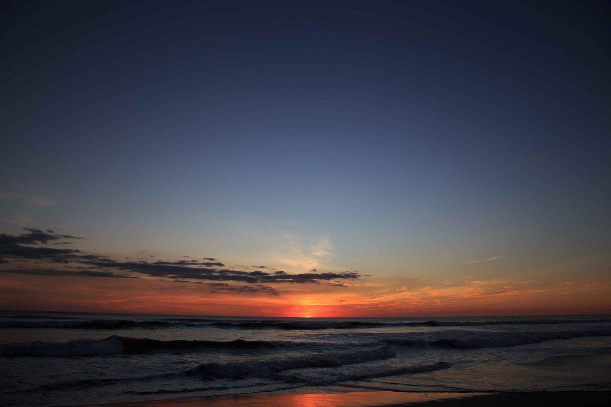 Notre premier coucher de soleil et notre premier réveil sous la tente sur la playa Hermosa