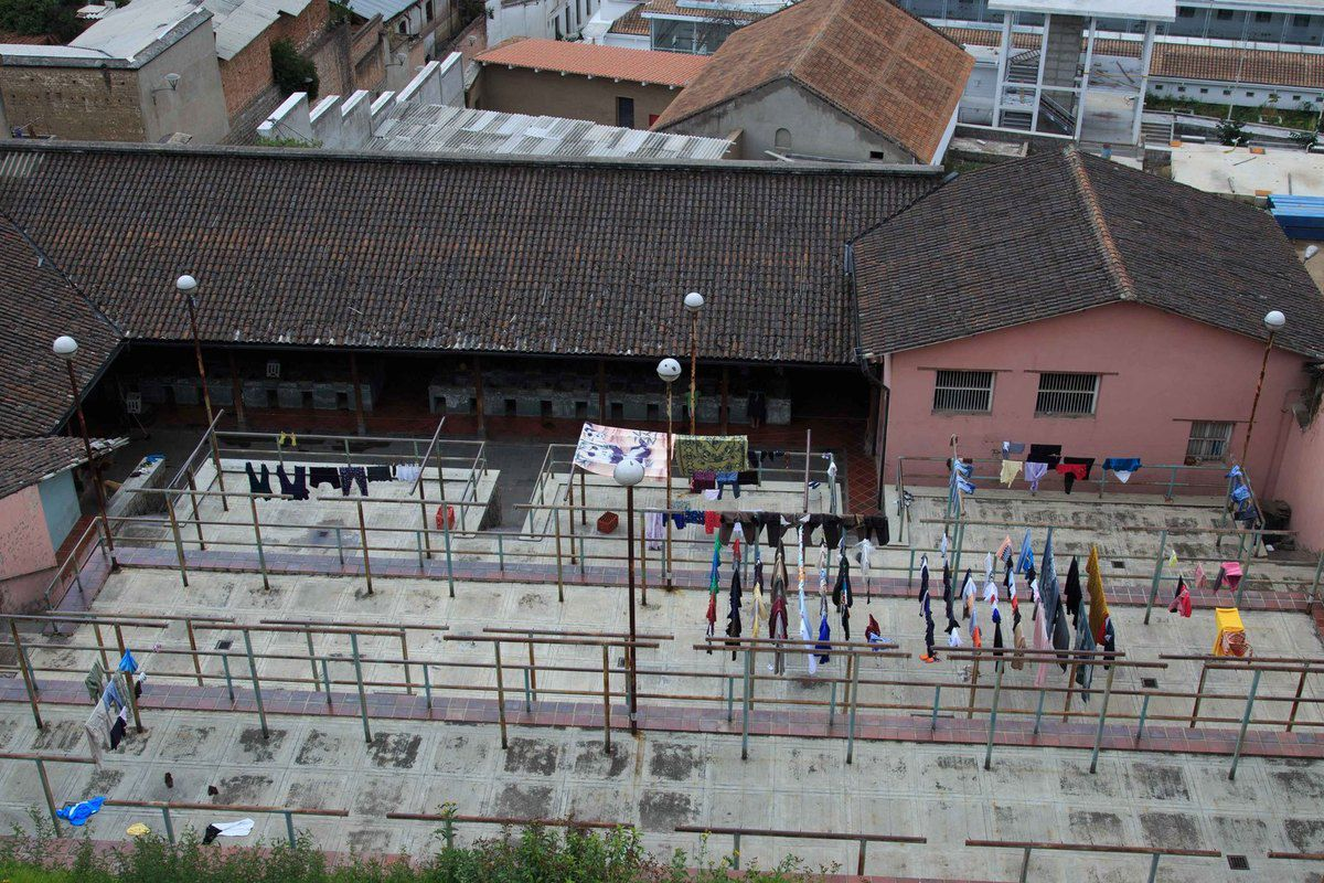 Laverie artisanale à Quito, regardez bien, pas de laverie mais des éviers !!