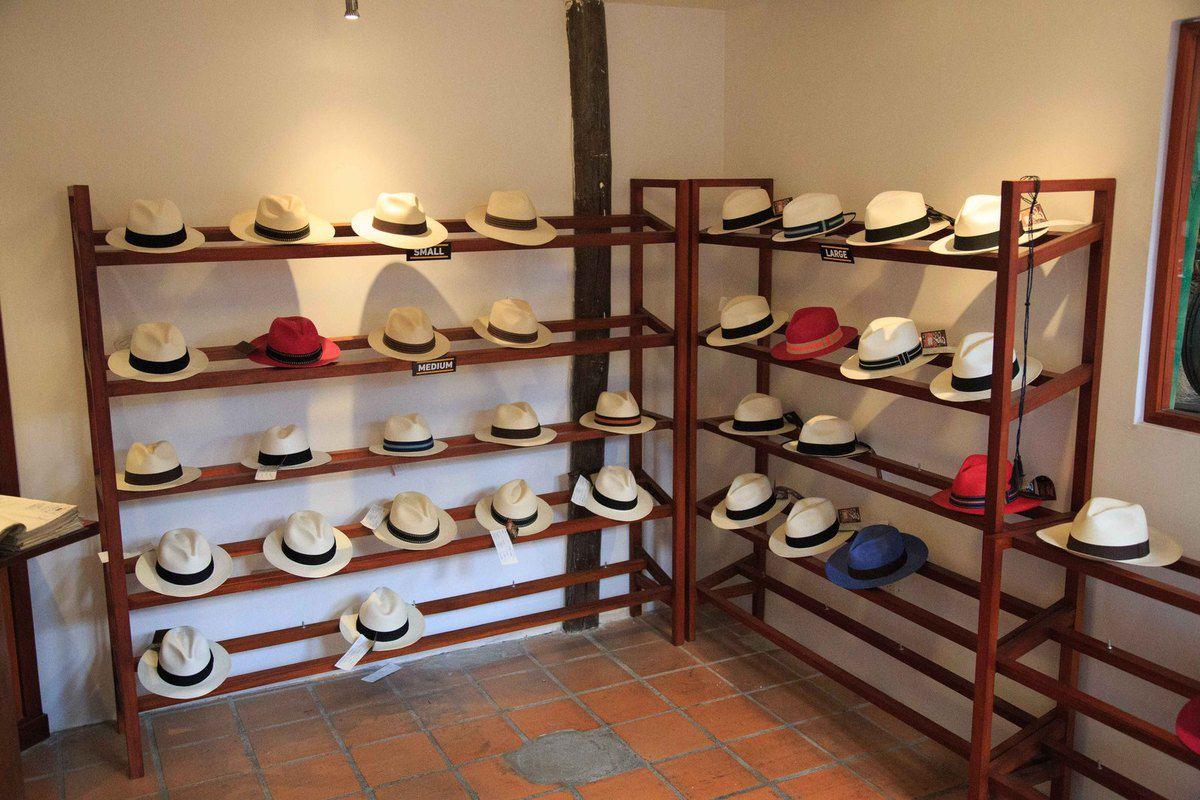 Mise en forme des chapeaux dans la seconde boutique