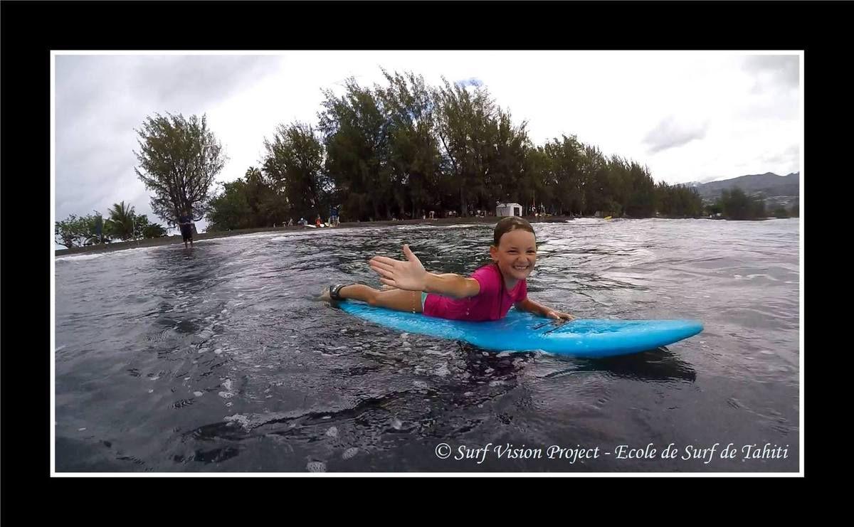 Stage de surf pour lena pendant les vacances
