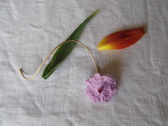 L'été est bien là, avec ses fleurs qu'il n'est plus nécessaire de crocheter....