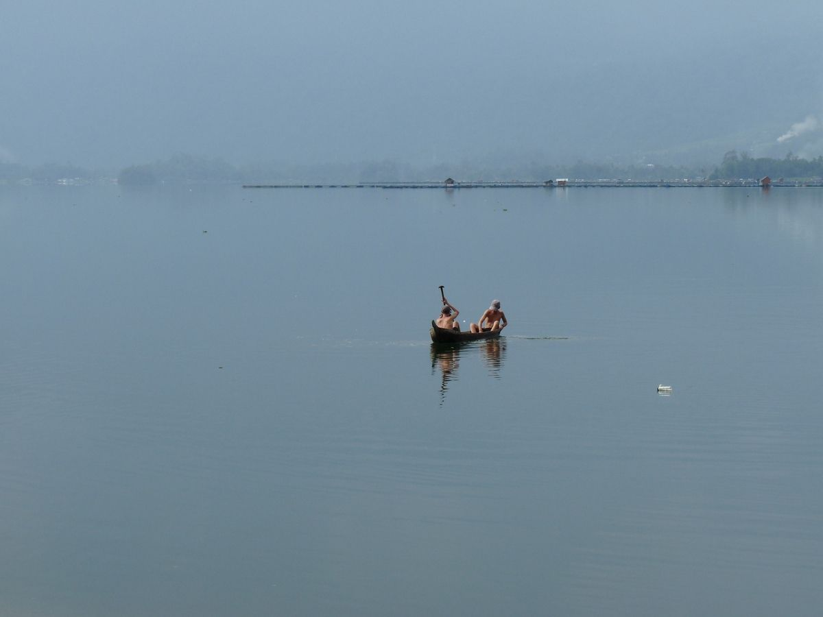 Sumatra : Lac Maninjau, initiation au canoë