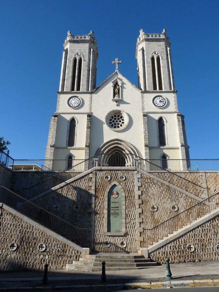 Nouméa : l'auberge de jeunesse, vue sur Nouméa, cathédrale, marché et promenade Pierre-Vernier