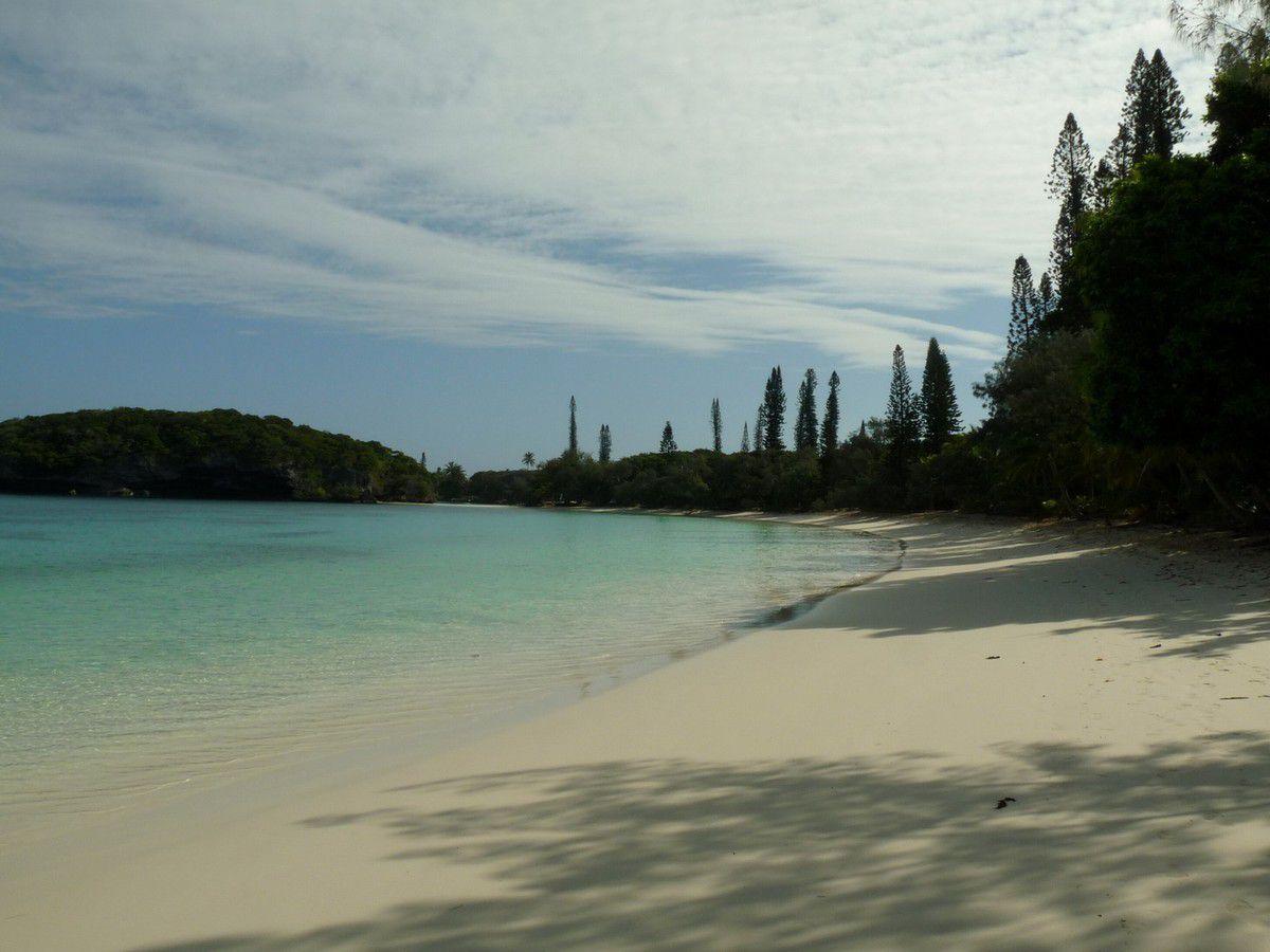 Île des Pins, arrivée du paquebot des Australiens. Baie de Kanumera avec les touristes puis sans, le lendemain ;-)