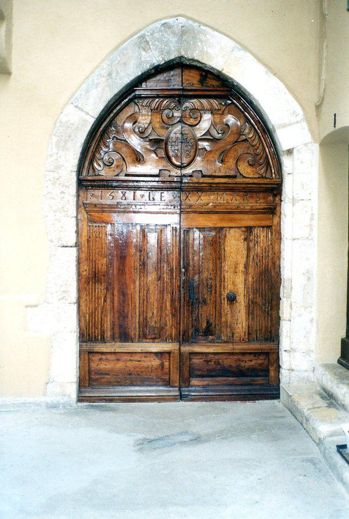 Chapelle St Bernardin - ancienne porte 1581