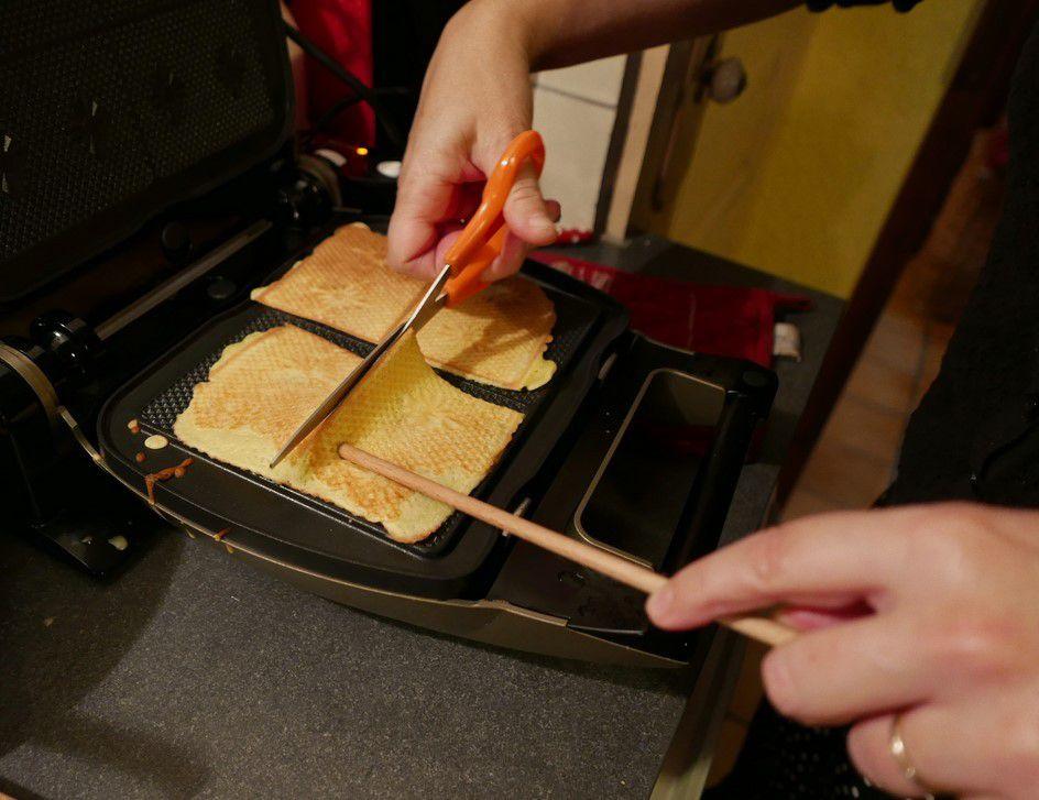 cuire la pâte dans un fer à bricelets...