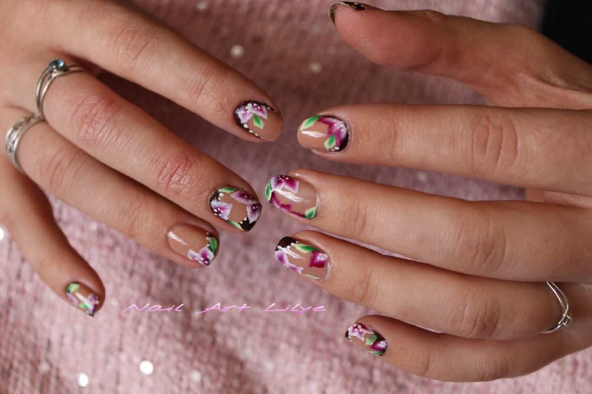 Nail art fleuri pour la Saint Valentin