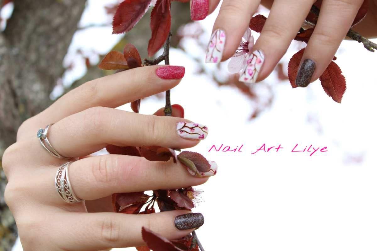 Nail art fleurs de cerisiers