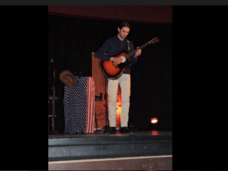 Le guitariste Vincent Jonathas.