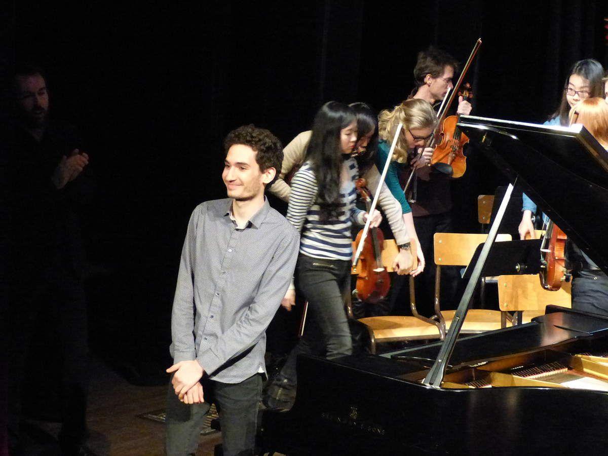 Eloi THOMAS, soliste, après son interprétation du Largo pour piano en Ut mineur de Frédérick Delius
