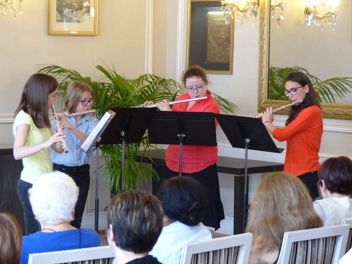 Une médaille remise en musique avec la classe de flute de Martine Odasso