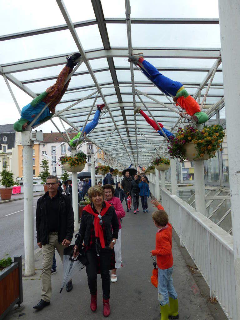 De nouveaux lampadaires sous le pont couvert avec la compagnie Willi Dorner