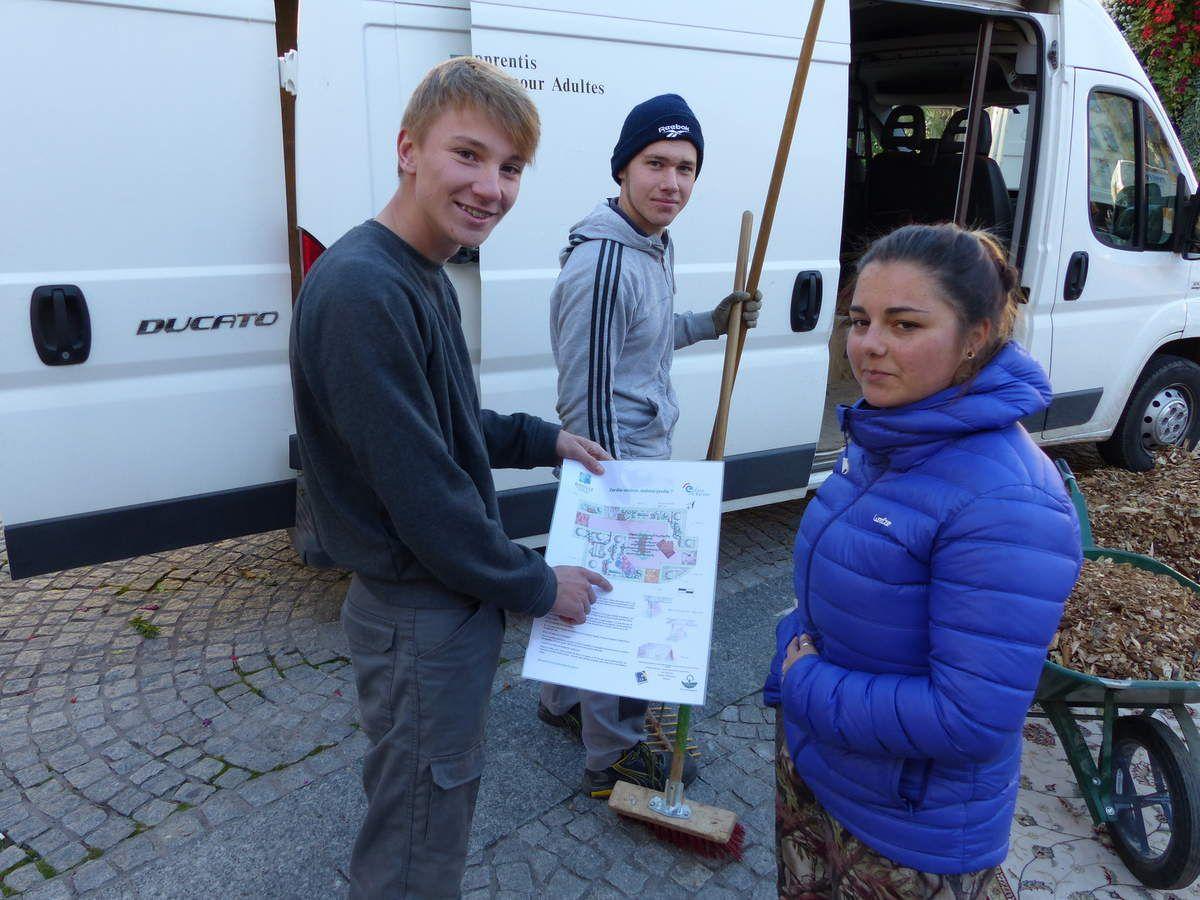 Antoine, Kerrian et Justine en seconde année d'Amménagement et Paysages à Roville aux Chênes