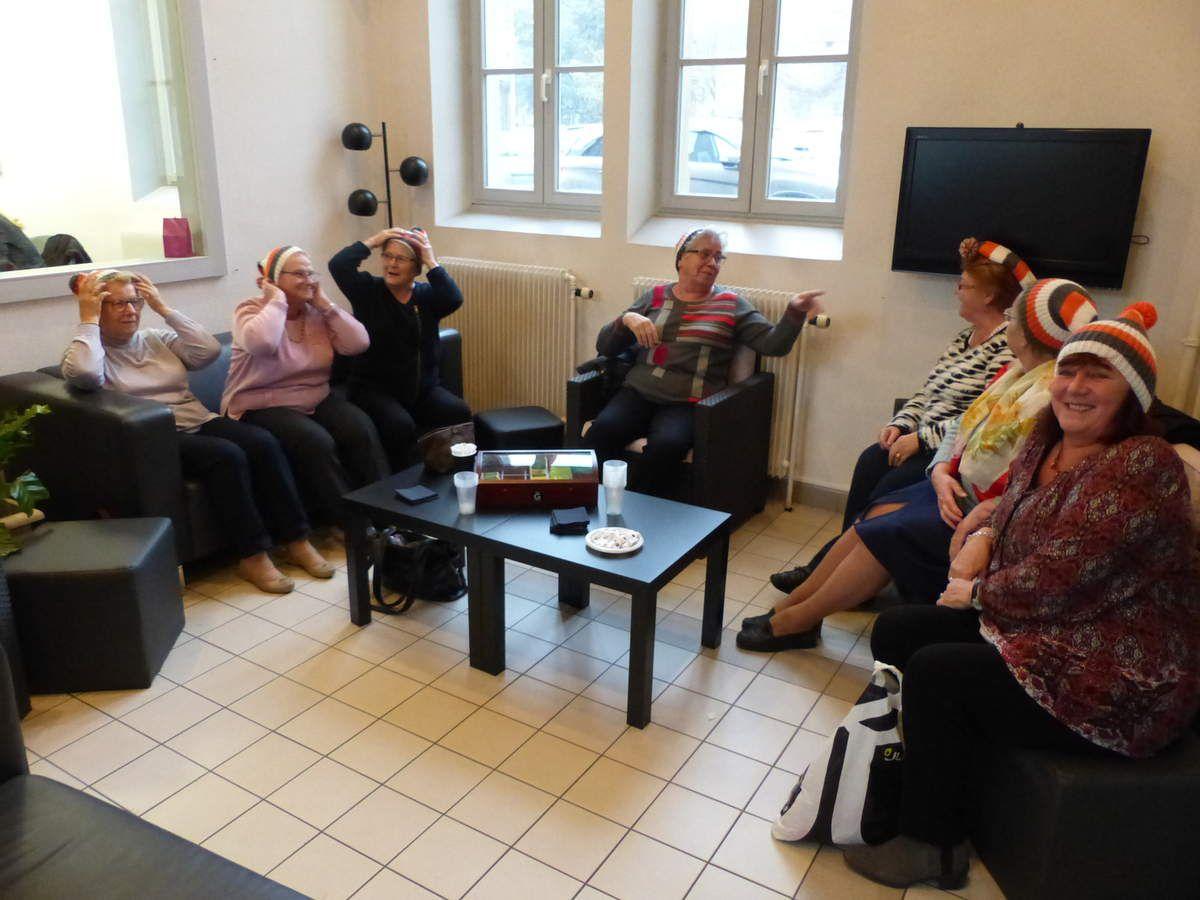 Le gang des tricoteuses avec la Maison de l'Etudiant pour le Téléthon