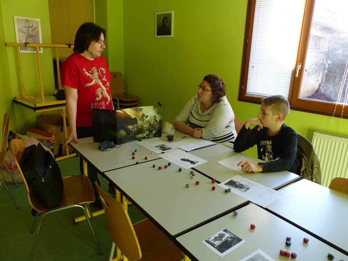 L'association Forge-Mondes assurait l'initaition aux jeux de l'univers fantastique