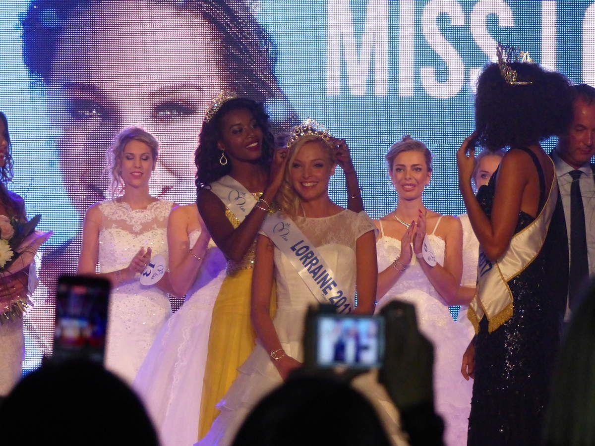 Cloé couronnée par Justine Kamara Miss Lorraine 2016