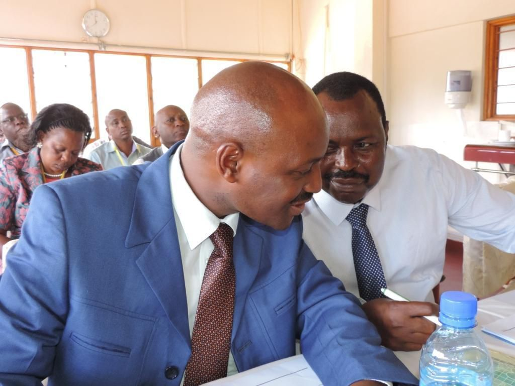 Qwetu CEO Mr Charles Kaba confers with chairman Mr Alfred Mlolwa at a past meeting