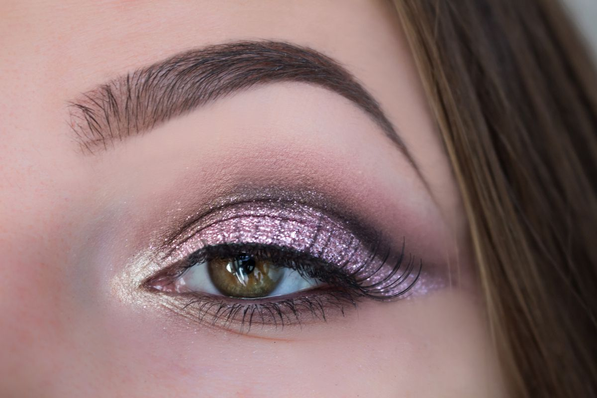 Pink Glitter Cut Crease // Christmas Makeup