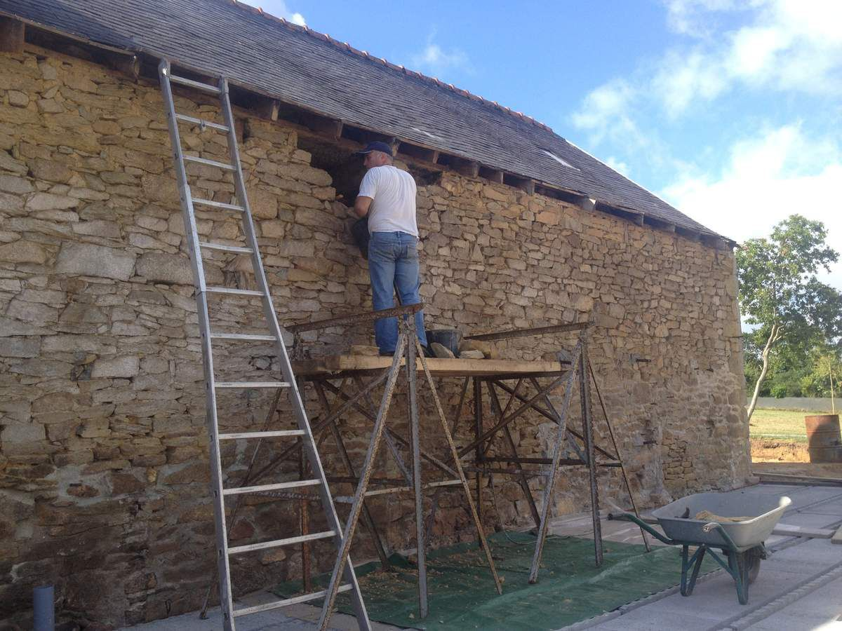 Ouverture dans le mur en pierre face nord trolann r novation d 39 une lon - Ouverture dans mur en pierre ...