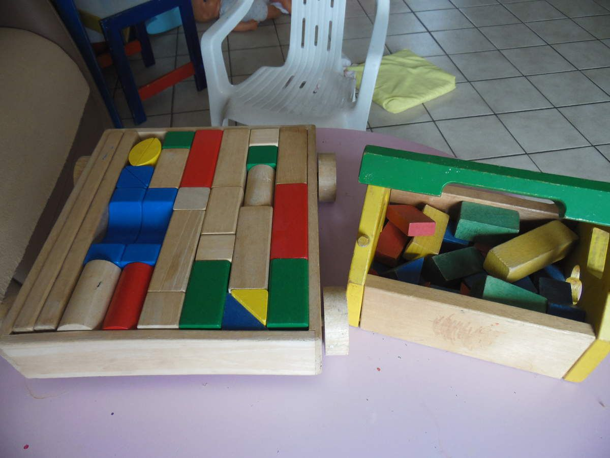 Empilable, encastrable, labyrinthes, boulier,formes, constructions, puzzles, dominos...