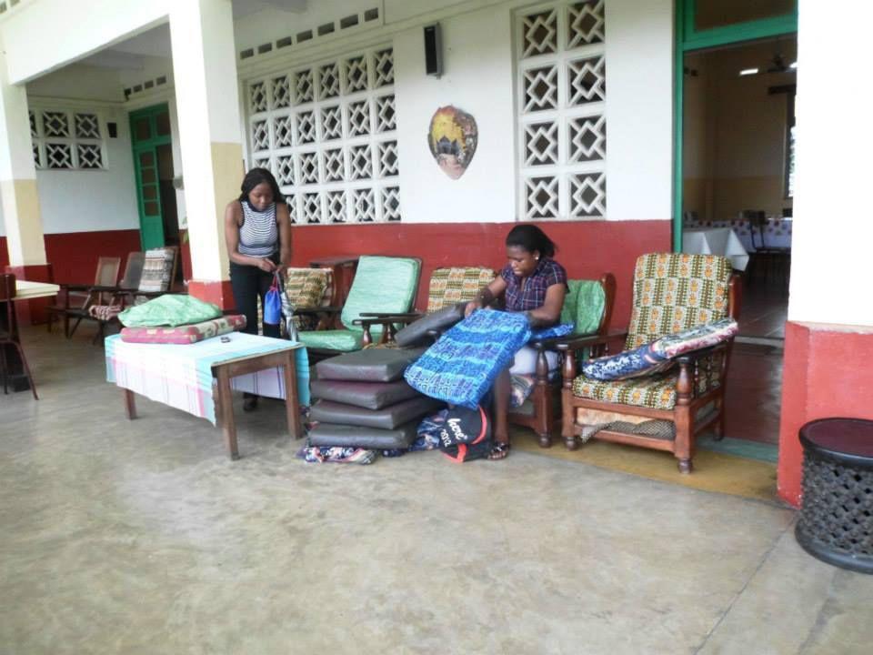 Travaux pour les filles de la formation de couture Douala/Cameroun