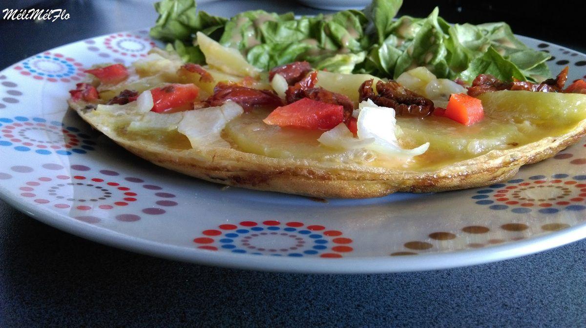 Omelette pommes de terre ,oignon, poivron et tomates séchées