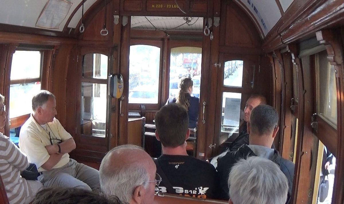 retour au bateau en tramway par l'autre rive du Douro.
