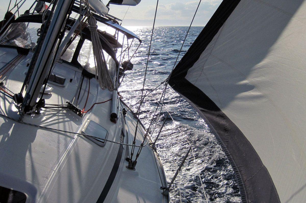 Un bon petit vent favorable nous emméne tranquillement vers l'Italie
