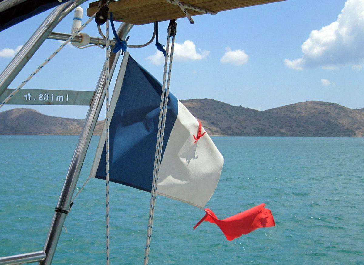 Notre drapeau a bien souffert durant les coups de vent