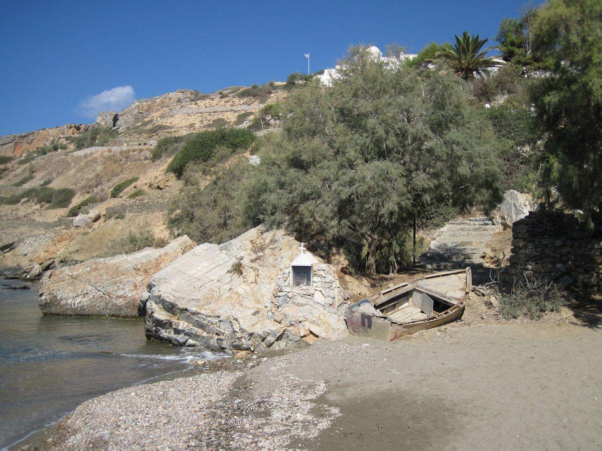 La plage du mouillage de Skhinousa