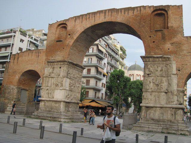 L'arc de l'ancien agora