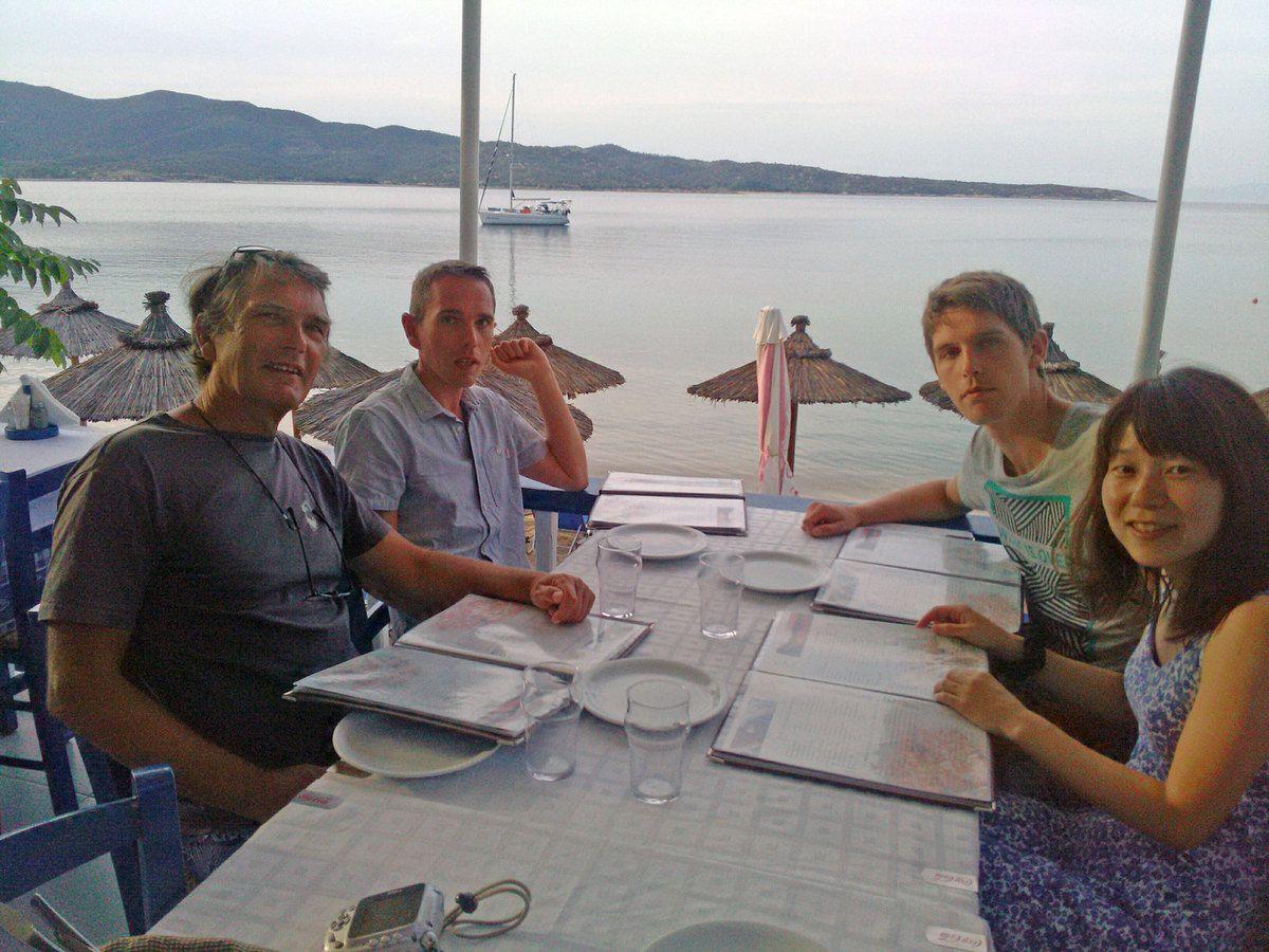Petit resto dans la baie de Sykia