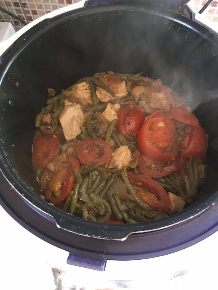 Dès de poulet et ses petits légumes en sauce [COOKEO]