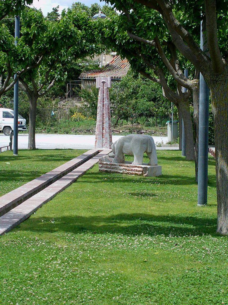 La placette du village regorgeait de sculptures plus étonnantes les une que les autres. De belles fontaines nous ont attirés par leur charme.