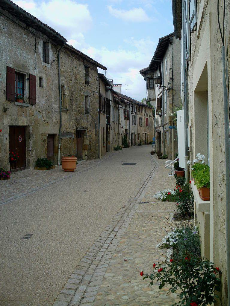 Saint-Jean-de-Côle. Saint-Martin en Ré. Castelnau-de- Montmirail. Puycelsi.
