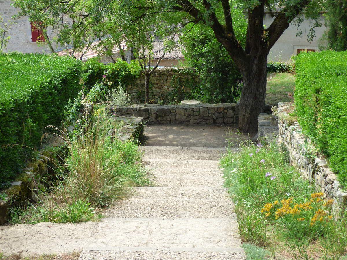 Le jardin en terrasses de Bruniquel.