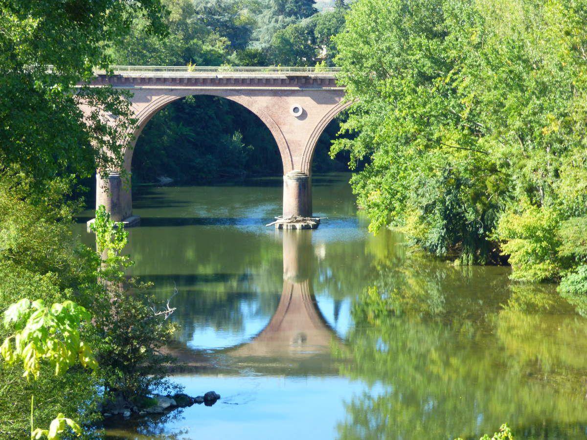 Le pont suspendu de Saint-Sulpice.