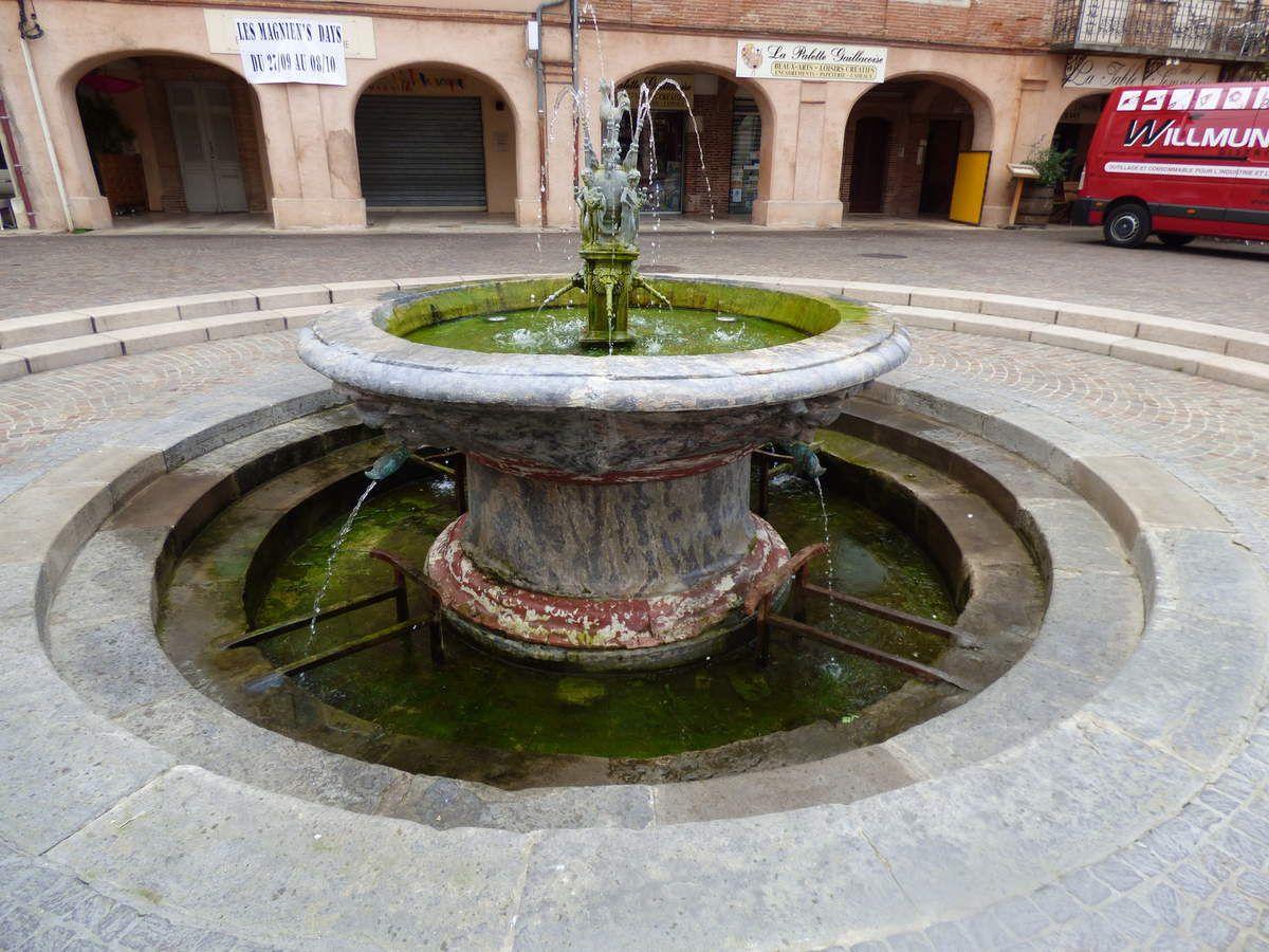 La place et la fontaine du Griffoul.