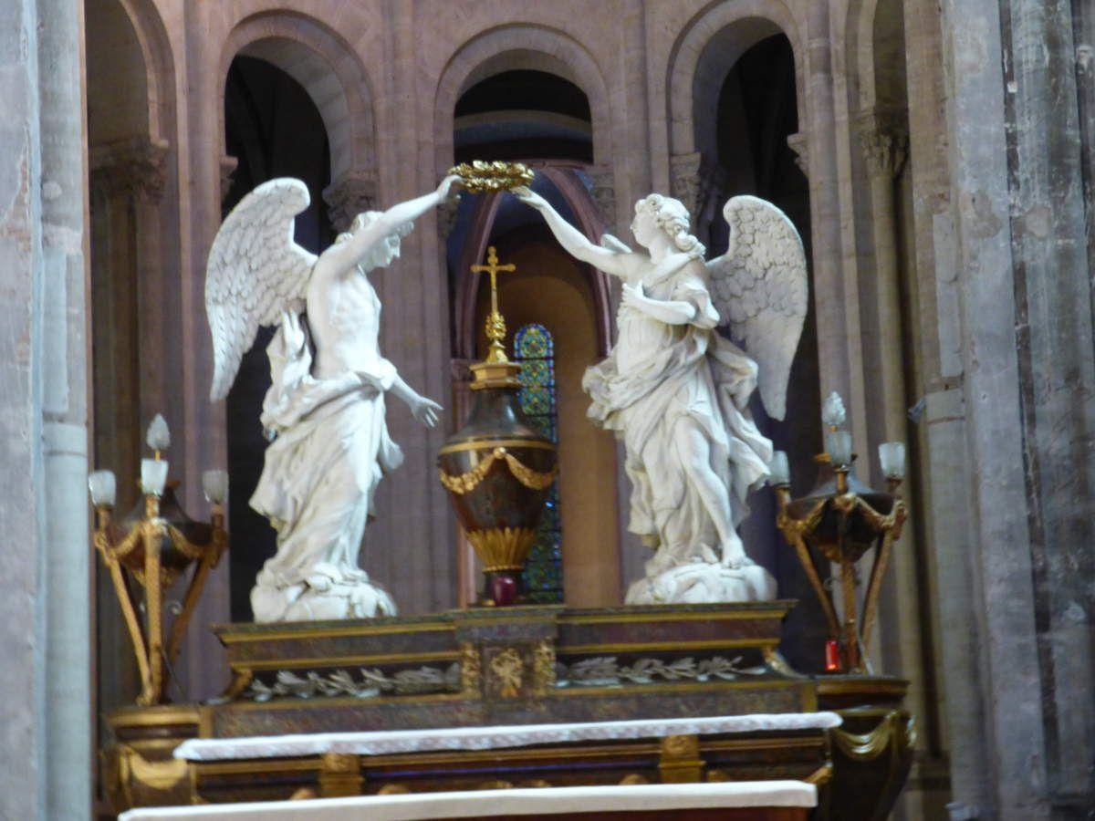 Dans et autour de l'Abbaye Saint-Michel de Gaillac.