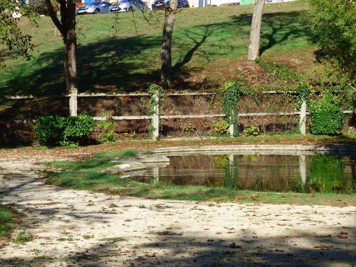 Le pavillon de lecture du parc de Foucaud.