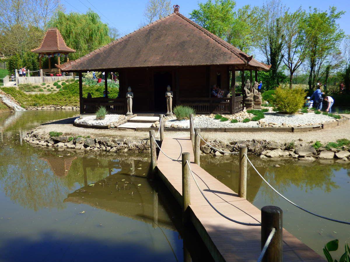 Le temple du Lotus des Jardins des Martels.